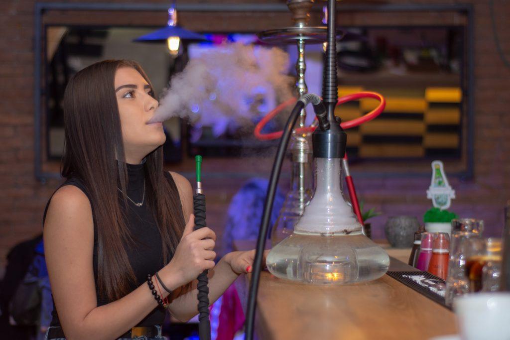 Вреден ли дым кальяна?